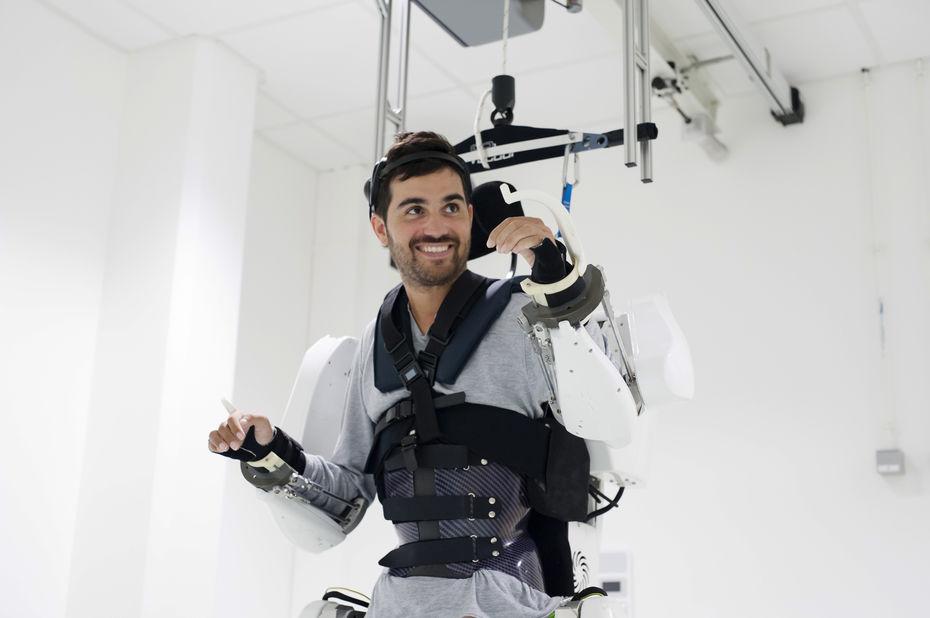 Comment fonctionne le pilotage d'un exosquelette par la pensée ?